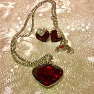 Beautiful Swarovski Heart Necklace & Earrings Set